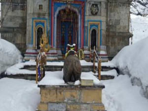 heavy-snowfall-in-kedarnath-5523c083d52aa_exlst